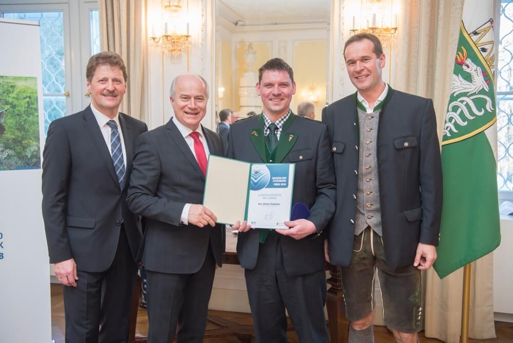 Verleihung in der Grazer Burg: Landesrat Johann Seitinger, Stefan Fladischer und Hofrat Johann Wiedner(v.l.n.r.)